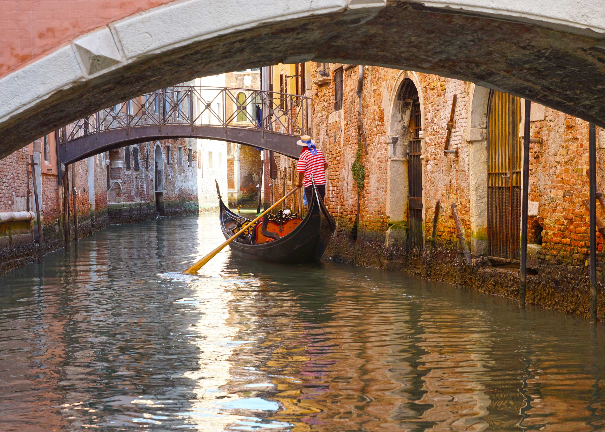 Gondola Tour and Aperitif in a luxury location